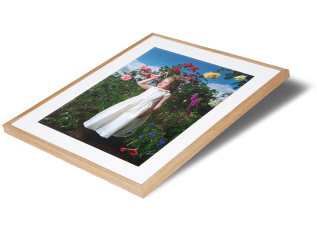 Classic photo frame in solid oak - Sizes up to 40 x 30 inches Natural oak wood is perfect for setting off warm tones and compliments most photographic prints. Available in: narrow: (15mm) and wide: (20mm) Turn around time: By negotiation For larger sizes and a wider range of framing options, please visit our bespoke framing service at Metro Imaging.